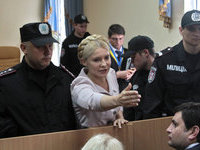 Тимошенко требует суда над Януковичем.