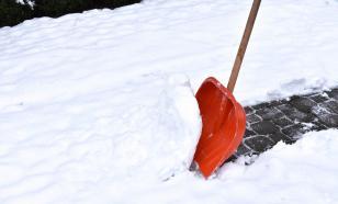 Житель Саратова набросился с ножом на уборщика снега