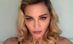 Мадонна повредила копчик, упав на сцене в Париже