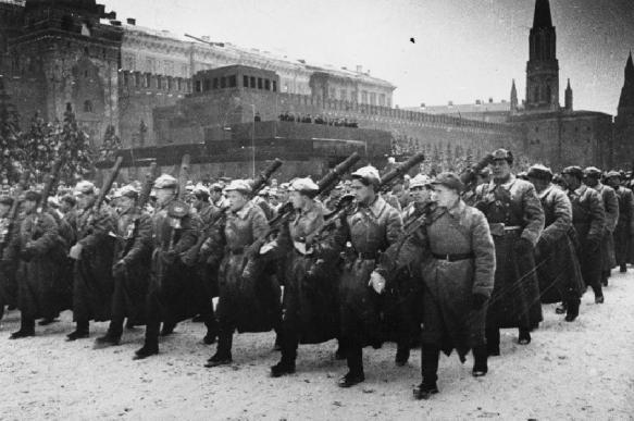 """Песню """"Священная война"""" в РПЦ назвали неофициальным гимном страны"""