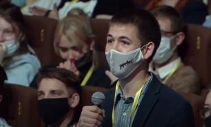 Песков обещал исполнить просьбу студента о награждении его матери