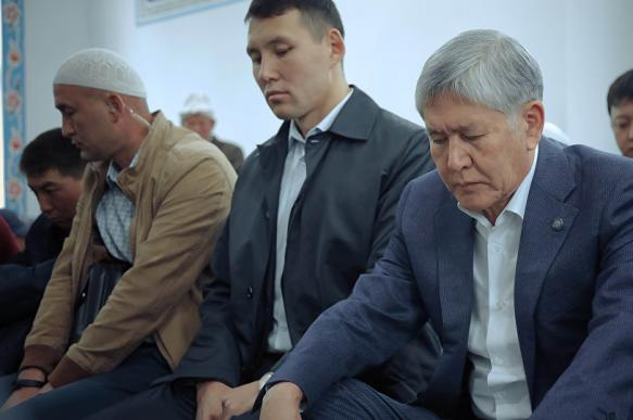 Экс-глава Киргизии Атамбаев в знак протеста не отвечает на вопросы суда