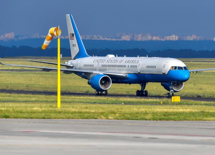 Американцы решили снова летать около Крыма