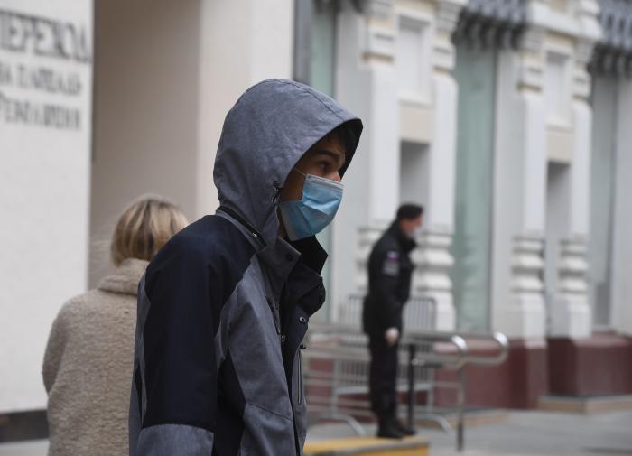 Эксперт о коронавирусе в РФ: рисковать и вводить локдаун не нужно
