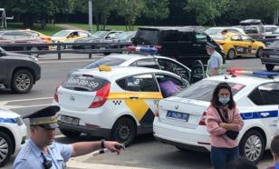 Стрельбу по сотрудникам ГИБДД в Москве открыл прохожий, а не таксист