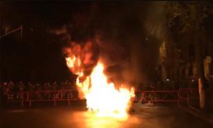 Активисты партии Саакашвили начали жечь шины у администрации Порошенко
