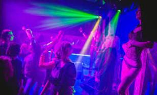 Вирусолог оценил опасность ночных клубов в период пандемии