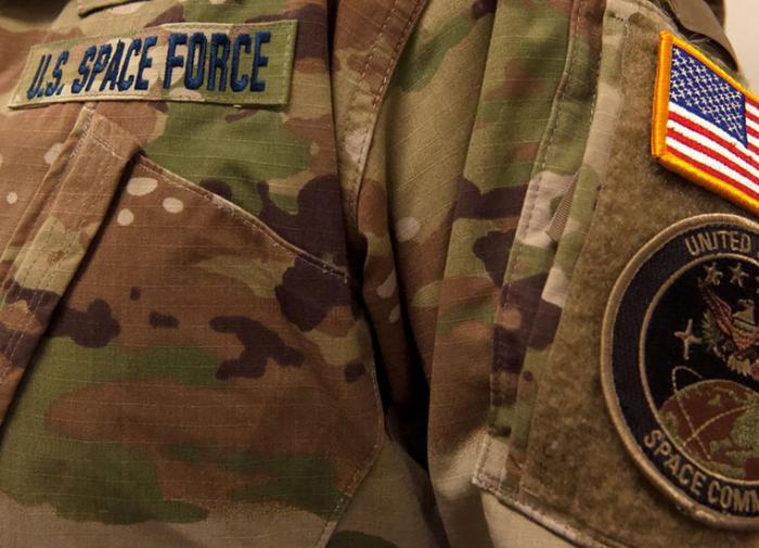 Командир космических сил США уволен за критику расовой теории