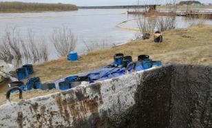 """В Коми не удаётся локализовать разлитую нефть - она """"дотекла"""" до реки Печоры"""