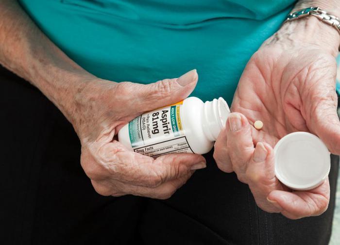 Аспирин не помогает пожилым избежать проблем с сердцем - исследование