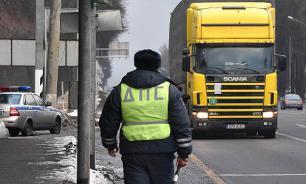 Гаишник из Новосибирска залил виски в служебную машину и был уволен