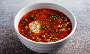 Диетолог рассказала, чем суп солянка опасен для здоровья