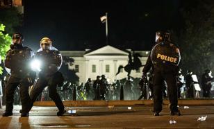 Автомобиль въехал в протестующих в Вашингтоне