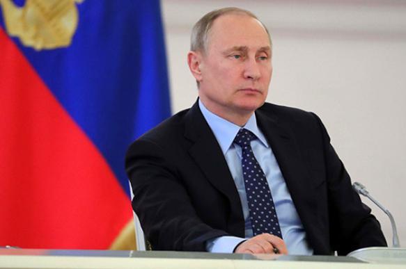 Россияне к прямой линии Путина задают вопросы о внутренней и внешней политике