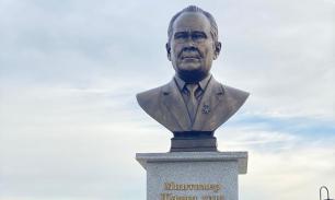 Прижизненный бронзовый бюст установили первому президенту Татарстана