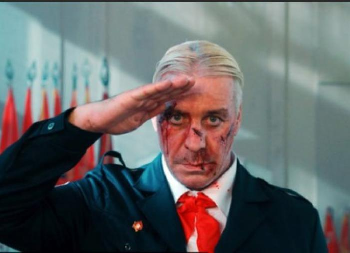 Стало известно, почему силовики пришли к лидеру группы Rammstein