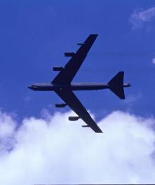 Российский пилот истребителя смог рассмотреть, чем вооружен бомбардировщик B-52