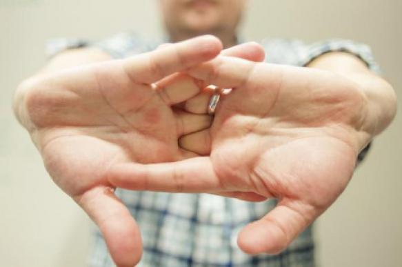 Травматолог рассказал об опасности хрустеть пальцами