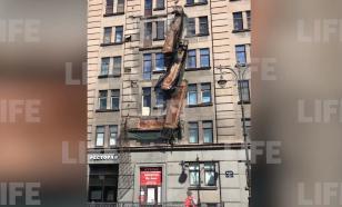 В Санкт-Петербурге обрушились сразу несколько балконов на жилом доме