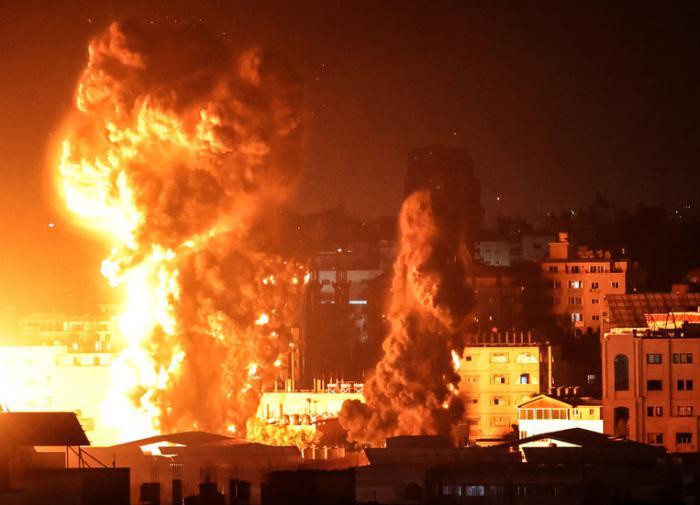 Вторая неделя столкновений в Израиле началась с массированного обстрела Газы