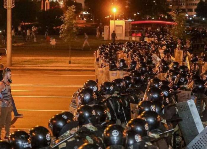 Майданом в Минске Запад подбирается к России?