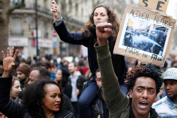 Французы смогут нанимать людей для участия в митингах вместо них