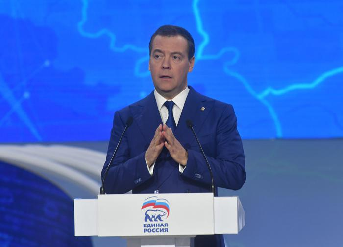 Медведев: в НАТО хотят ограничить работу России в Арктике