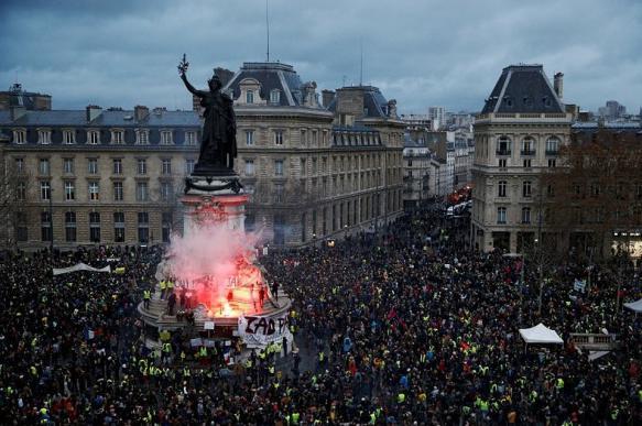 Французские власти помогут предпрнимателям пострадавшим от протестов