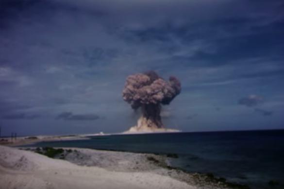 США взорвали атомную бомбу неизвестно где. Видео