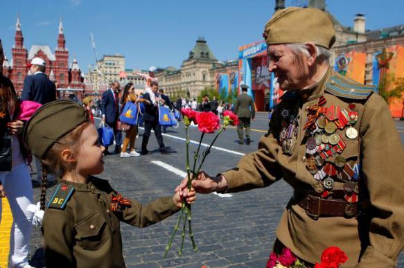 Опрос показал, что для россиян забота о ветеранах - лучший способ отпраздновать День Победы