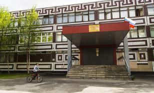 Власти Мурманска не планируют обносить школы колючей проволокой