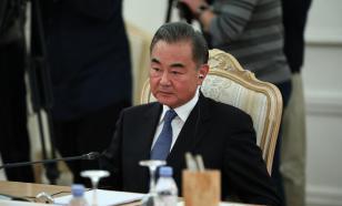 """В Пекине напомнили Вашингтону о """"переговорной двери"""""""