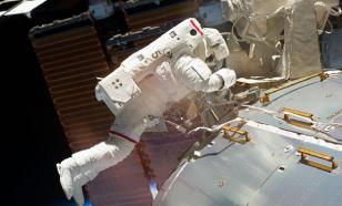 """Космонавты вскрыли """"Союз"""" ножом и добрались до дыры"""