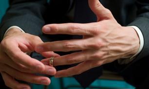 Женился? Не забудь снять кольцо!