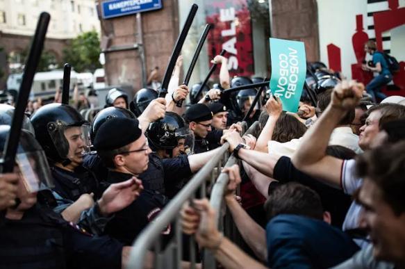Опрос: треть москвичей положительно отнеслись к акциям протеста