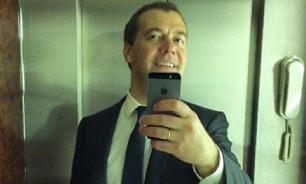 Медведев отписался от страницы правительства России в Instagram