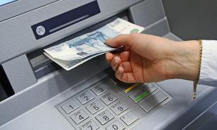 С лета 2019 года будет сложнее обналичить средства с зарубежных и анонимных банковских карт