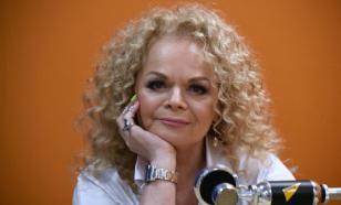 60-летняя Лариса Долина в ярком образе посетила шоу Ивана Урганта