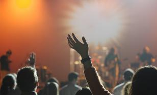 Почему власти разрешают музыкантам петь песни, содержащие мат?
