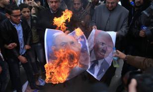 Палестинцы сжигают фотографии наследного принца Абу-Даби и Нетаньяху