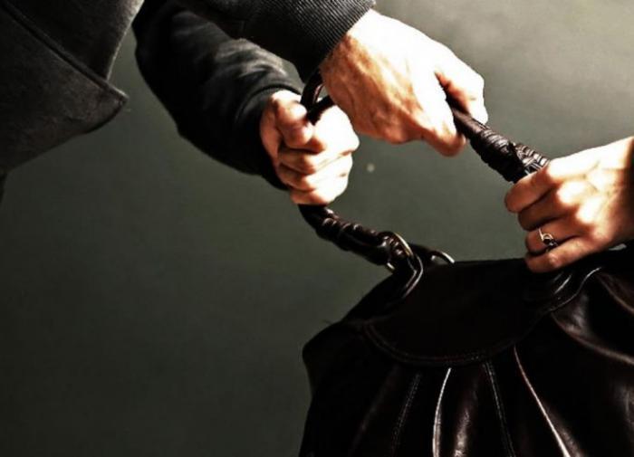 Полицейский задержал грабителя на месте преступления