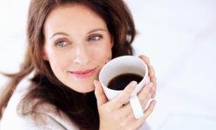 Звон в ушах реже встречается у женщин, пьющих много кофе