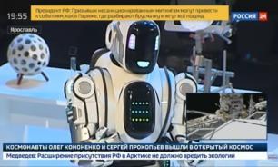 """ТВ выдало человека за робота на """"путинском"""" форуме"""