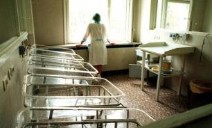 В Узбекистане роженица выбросила из окна роддома двух малышей