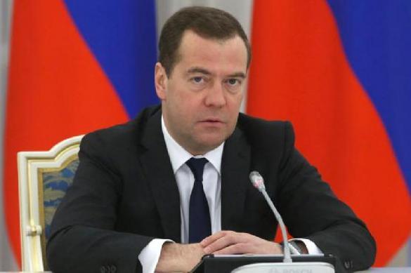Медведев удивился застенчивости новых членов правительства