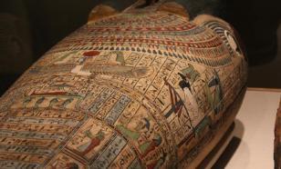 Египетские археологи обнаружили в древнем саркофаге восковую копию головы мумии