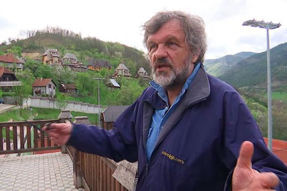 Кустурица провел для российских военных экскурсию по Дрвенграду