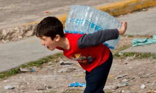 Жителей Лондона уличили в краже воды для бегунов знаменитого марафона. ВИДЕО