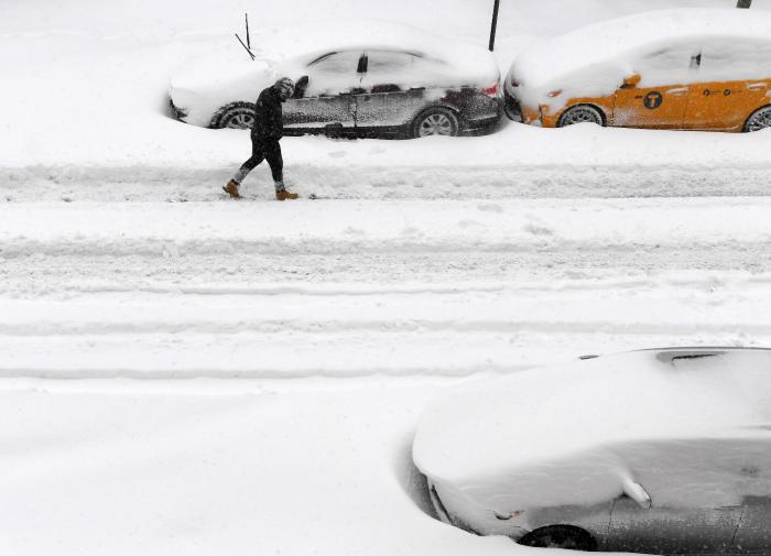 Вакцинации жителей США помешали снегопады