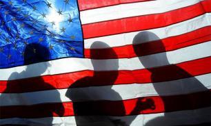 """Посольство США в Узбекистане забросали """"коктейлями Молотова"""""""